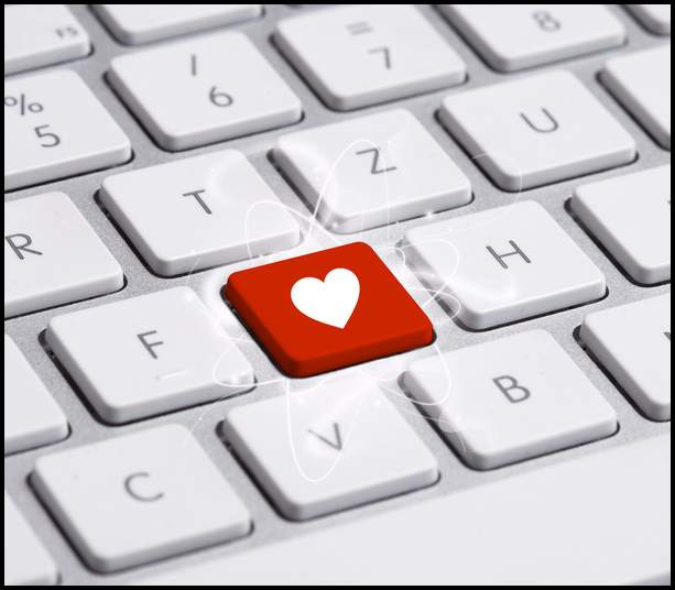 Why Writing Romantic Emails Are Better Than Voicemail To Women