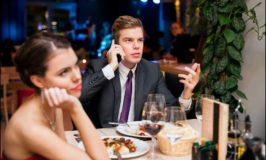 What is Good Cell Phone Etiquette On A Date? Put Your Phone Away!