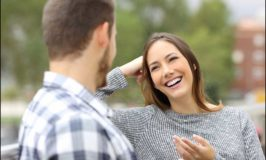 How To Read Female Body Language Signs To See If She's Into You